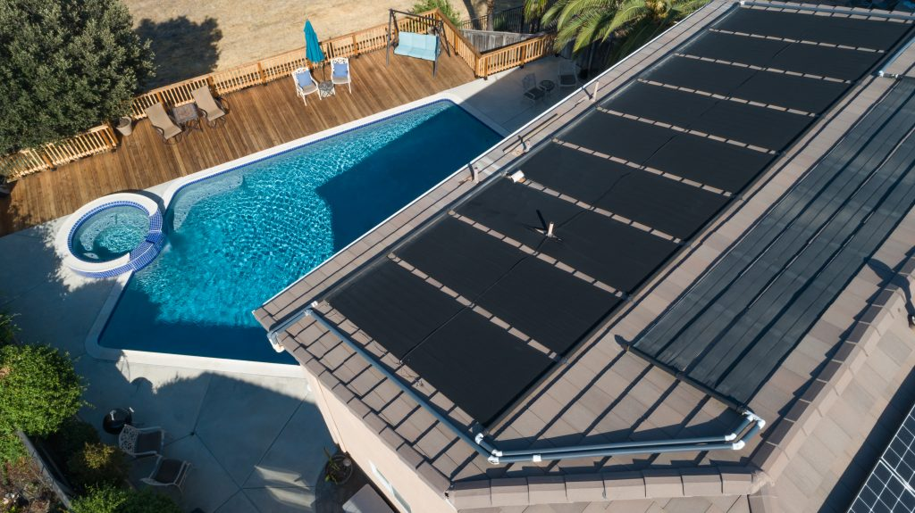 How to Monitor the Temperature of Solar Pool Heaters